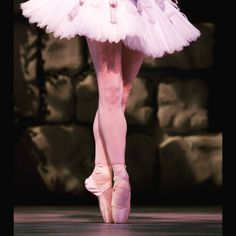 Do you ever stare at women's feet en #pointe in wonderment? #ballet #BalletAustin #Austin