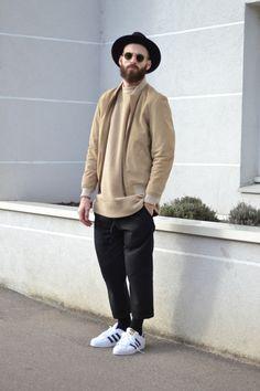 Chris (sin pantalón corto, pantalón con pinzas y entubado)