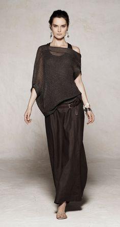 Transparencias, negro sobre negro y prendas oversized. Étnico y elegante.