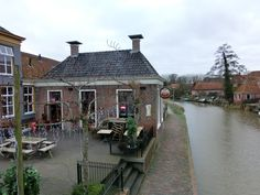een drankje aan het water in Winsum