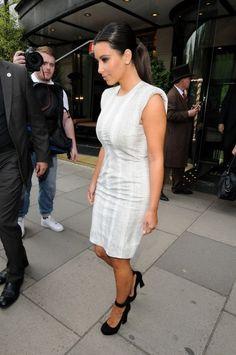 Kim Kardashian Photos Photos - Byline: EROTEME.CO.UK.Kim Kardashian Leaving central London Hotel UK. - Kim Kardashian Out in London 2