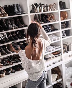 walk in show closet goals Walk In Robe, Walk In Wardrobe, Diy Rangement, Mode Chic, Inspiration Mode, Cool Style, My Style, Dream Closets, Closet Space
