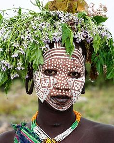 Hat made of wildflowers and stuff collected from the forest. Online Art Classes, Tribal People, African Tribes, African Culture, People Of The World, Color Stories, African Beauty, Tribal Art, World Cultures