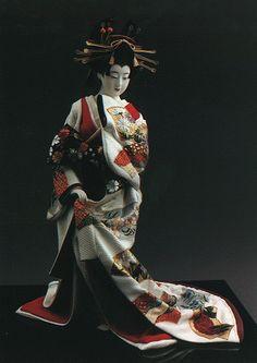 A courtesan doll made by Shisui Sekihara.