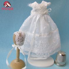 Faldón en miniatura para casas de muñecas -  Baby's dresses for dollhouses in miniature.  Puedes adquirirlo en nuestra web http://minipiliminiaturas.com/tienda-shop/  |  You can buy it in our shop:  http://minipiliminiaturas.com/tienda-shop/   #miniaturas #casasdemuñecas #Miniatures #dollhouses