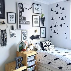 Wallpaper for Male Room: Photos Top! Small Room Bedroom, Home Decor Bedroom, Bedroom Wall, Dorm Room, Bedroom Shelves, Diy Bedroom, Diy Room Decor For Teens, Aesthetic Room Decor, Decorate Your Room