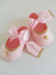 Set of ten pink and gold shoe favors with thank you tags / baby shower favors / shower for girl - Baby Showers Deco Baby Shower, Shower Bebe, Baby Shower Balloons, Baby Shower Favors, Baby Shower Parties, Baby Shower Themes, Baby Shower Gifts, Baby Favors, Shower Party
