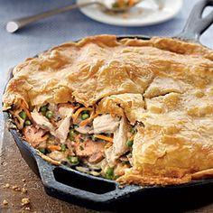 Skillet Chicken Pot Pie - Easy One-Dish Dinners - Southernliving. Recipe: Skillet Chicken Pot Pie No rolling pin is needed for this pot pie. Refrigerated pie crusts give you a leg up in the preparation of this classic comfort dish. Skillet Chicken Pot Pie Recipe, Iron Skillet Recipes, Cast Iron Recipes, Skillet Meals, Chicken Recipes, Chicken Casserole, Chicken Potpie, Skillet Cooking, Recipe Chicken