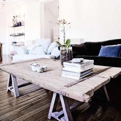 DIY Deco Ideas: recovers doors, shutters and windows - furniture Barnwood Coffee Table, Ikea Coffee Table, Old Door Tables, Sala Vintage, Patio Door Coverings, Esstisch Design, Old Wooden Doors, Diy Couch, Couch Table