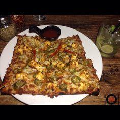 Peri Peri Paneer CoCa Pizza @copa-thebar !! #placesofmumbai Pizza Burgers, Junk Food, Vegetable Pizza, Restaurant, Vegetables, Diner Restaurant, Vegetable Recipes, Restaurants, Veggies