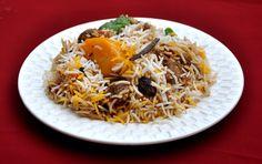Ecco il Bombay biryani, un piatto indiano che si prepara con riso Fragrant, cipolla, carne, patate e una serie di spezie, tra cui cumino, coriandolo, peperoncino e zenzero. Consigliatissimo ;)