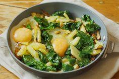 espinacas con patatas y huevos estrellados