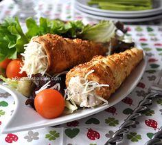 Un rouleau de pâte feuilletée 2 escalopes de poulet Une échalote 100g de champignons de paris Un filet d'huile d'olive Sel, poivre Des graines de sésame du gruyère râpé la sauce béchamel: 400 ml de lait, 30g de beurre + 30g de farine + une pincée de sel...
