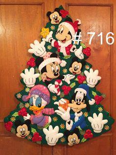 Christmas Door Wreaths, Felt Christmas Ornaments, Christmas Stockings, Christmas Decorations, Mickey Christmas, Christmas Crafts, Xmas, Christmas Stuff, Disney Images