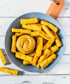These Baked Chickpea French Fries are made with only 2 ingredients! Vegan, gluten-free, oil-free and protein-rich. Enjoy with hummus or vegan cheese sauce! Healthy Meals To Cook, Clean Eating Recipes, Vegan Foods, Vegan Snacks, Best Vegan Recipes, Healthy Recipes, Healthy Food, Healthy Eating, Vegan Gluten Free