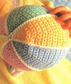 "Original pinner said, ""Crochet Baby Ball - Free pattern."" (could be cute in colors for beach ball to go with the turtle and waves blanket. Crochet Ball, Crochet Baby Toys, Love Crochet, Crochet For Kids, Knit Crochet, Crochet Animals, Crochet Crafts, Yarn Crafts, Crochet Projects"