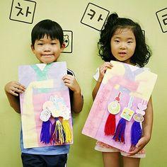 내가 만든 전통노리개 #누리놀이 #노리개 #미술 #대소집단 #교구 Diy And Crafts, Arts And Crafts, Paper Crafts, Projects For Kids, Art Projects, Korean Crafts, Korean Art, Working With Children, Holidays And Events