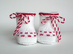 Baby Knitting Patterns, Hand Knitting, Baby Booties, Baby Shoes, Knitted Baby Clothes, Knit Boots, Baby Vest, Kids And Parenting, Slippers