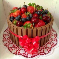 Kitkat cake with fruit Birthday Cake For Him, Fancy Cakes, Creative Cakes, Creative Food, Celebration Cakes, No Bake Cake, Cake Designs, Amazing Cakes, Cupcake Cakes