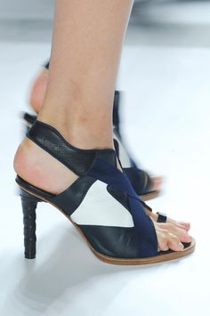 This may be a good shoe but the model's foot is too big and that does not make for a good fashion photo.