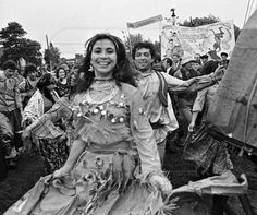 gypsylink broken. Guessing 1980's celebration, Eastern Europe.