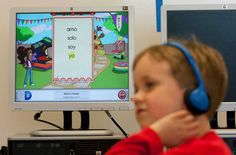 In dual-language programs such as Mark Twain Elementary's, classes contain both English and Spanish-speaking kids, with the aim of making both groups bilingual. Photo: Johnny Hanson, Staff / © 2014  Houston Chronicle