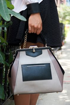 Now this is a bag with fabulous structure.