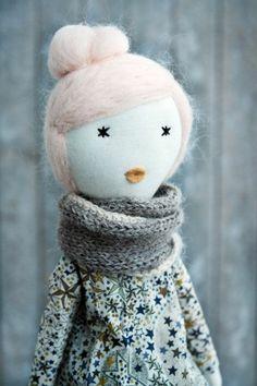 poupée de chiffon, une dame avec foulard tricoté