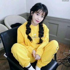 4 Work-From-Home Outfit Ideas From Korean Celebrities To Boost Your Productivity Korean Girl, Asian Girl, Iu Twitter, Cosmic Girl, Oppa Gangnam Style, Kim Chungha, Kim Hyuna, Home Outfit, Korean Celebrities