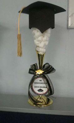 Copas decoradas para graduaciones mucha creatividad for Decoracion de licenciatura
