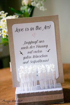 DIY Wedding Decor :: Soap Bubbles Love is in the Air- DIY Hochzeitsdeko :: Seifenblasen Love is in the Air Soap bubbles Love is in the Air, Wedding Decor, Wedding, DIY, - Diy Wedding Decorations, Wedding Favors, Wedding Gifts, Decor Diy, Decor Wedding, Post Wedding, Wedding Day, Wedding Reception, Soap Bubbles