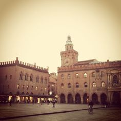 Piazza Maggiore, Bologna - Instagram by @marghedes