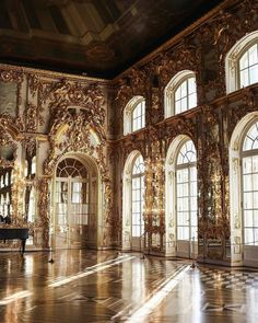 Many people believe that there is a magical formula for home decoration. You do things… Classy Aesthetic, Beige Aesthetic, Travel Aesthetic, Aesthetic Vintage, Aesthetic Photo, Aesthetic Art, Aesthetic Pictures, Building Aesthetic, Architecture Baroque