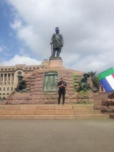 WATCH: Race tensions rise at Paul Kruger statue South African Flag, Port Elizabeth, Table Mountain, Kruger National Park, Pretoria, African Animals, African History, Africa Travel, Cape Town