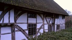 One of the most pretty surviving medieval Wealden Hall Houses. The Clergy House, in Alfriston, Sussex. Country Cottages, Country Houses, Wooden Windows, Windows And Doors, Manor Houses, Old Houses, Oak Framed Buildings, Hall House, Ireland Uk