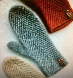 Knitting Patterns Mittens It& really a lady named Maria Levine who has made these scores, at Instag .soft knitted mittens with unique pattern and rounded topHerringbone stitch texture on hand knit mittensCrochet Patterns Mittens Can& find a pattern f Knitting Terms, Knitting Projects, Knitting Patterns, Crochet Patterns, Sock Knitting, Knitting Tutorials, Knitting Machine, Hat Patterns, Vintage Knitting