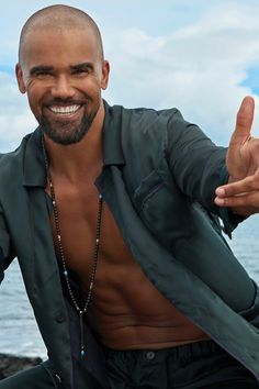 Shemar Moore is still reveling in his first-ever gig as both lead actor and producer, and flashes a pearly white smile at the camera with excitement. Shemar unwinds and unbuttons by the beach when not on set. star is making us S. Shemar Moore Shirtless, Sherman Moore, Eye Candy Men, Social Trends, Country Men, Hollywood, Attractive Men, Good Looking Men, Man Crush