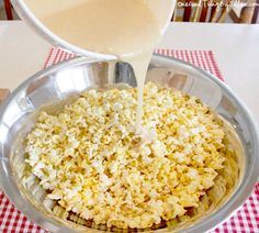 Marshmallow and sugar popcorn. An easy no bake treat for your next holiday party