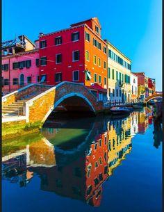 Burano en Vénétie - Les plus beaux villages d'Italie - Elle Places Around The World, Oh The Places You'll Go, Places To Travel, Places To Visit, Around The Worlds, Beaux Villages, Italy Travel, Travel City, Travel Tourism