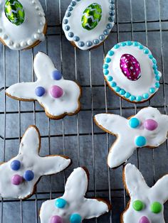 These Maltese Figolli cookies are Marzipan-Filled Easter Pastries. Traditional Easter cookie from Malta featuring lemon flavored dough with almond paste filling and chocolate Easter Eggs on top - too cute! Easter Snacks, Easter Recipes, Easter Food, Spring Recipes, Roll Cookies, Yummy Cookies, Easter Cookies, Holiday Cookies, Unique Desserts