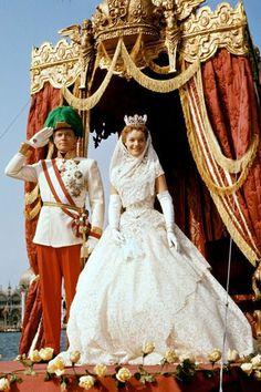 Romy Schneider en robe de mariée dans Sissi face à son destin en 1958
