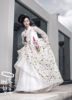 Korea Fashion, Ethnic Fashion, Asian Fashion, Korean Traditional Dress, Traditional Dresses, Korean Dress, Korean Outfits, Modern Hanbok, Ao Dai