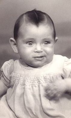 A photo of Mietje Blok. Mietje was born in Den Haag, Netherlands and was deported to Auschwitz with her parents then sadly murdered on December 1942 at age 8 months Lest We Forget, Losing A Child, Poor Children, Anne Frank, Great Leaders, December, Childhood, Memories, History
