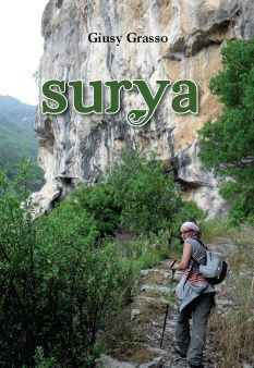 Surya, è il nome sanscrito del sole. Tutto viene abbracciato dal sole e il sole ama incondizionatamente.    Poesie, pensieri, haiku, favole zen, perle di saggezza... gli ingredienti di questa tisana per l'anima. Buona lettura a tutti.
