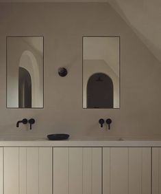 Minimalist Bathroom, Minimalist Home, Washing Bins, Wooden Panelling, Warehouse Design, Wall Finishes, Beige Walls, Interior Design Studio, Traditional Kitchen