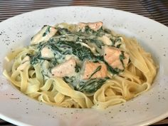 Recipes Snacks Low Calories Salmon spinach noodles from trollinger Spinach Noodles, Spinach Pasta, Easy Dinner Recipes, Pasta Recipes, Spinach Benefits, How To Eat Paleo, How To Cook Pasta, Food Inspiration, Diets
