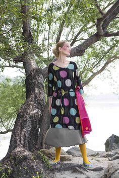Gudrun Sjödéns Frühjahrskollektion 2015 - Das Kleid Hinode aus Modal hat einen runden Halsausschnitt und tief angesetzte 3/4-Ärmel. http://www.gudrunsjoeden.de/mode/produkte/kleider