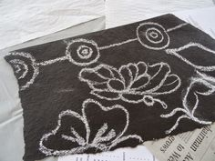 my first ever sample of painting on roofing felt Ah, fabulous roofing felt! (You may think of it as tar paper.) After saving (on Pint. Class Projects, Art Projects, Roofing Felt, School Painting, Felt Art, Art Club, Elementary Art, Art For Kids, Kid Art