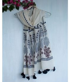 Chidiyaa provides authentic Indian handcrafted women's clothing in traditional block prints and weaves. Jamdani Saree, Kurti, Kurta Style, Head Scarf Styles, Scarf Design, Kurta Designs, Indian Attire, Indian Designer Wear, Ethnic Fashion