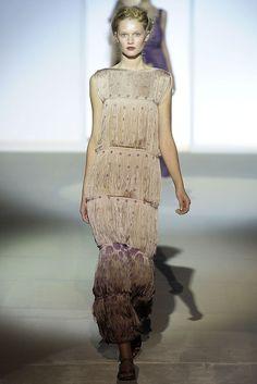 Alberta Ferretti Spring 2009 Ready-to-Wear Fashion Show - Toni Garrn